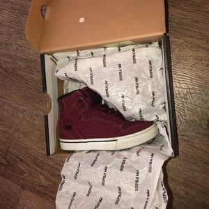 Supra burgundy Vaider shoes kids